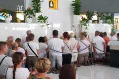 Pellegrini dalla Polonia in preghiera davanti alla Madonna delle Lacrime di Siracusa